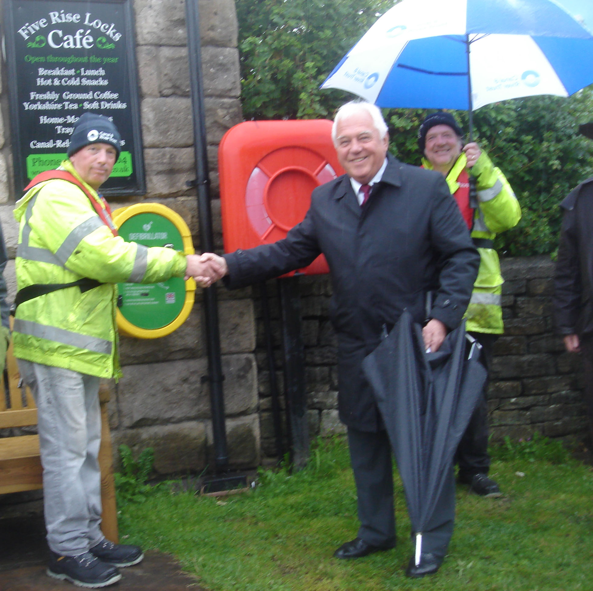 BINGLEY 5-RISE LOCKS GETS A PRESENT FROM THE CLEEVES AND WHITEHEAD TRUST